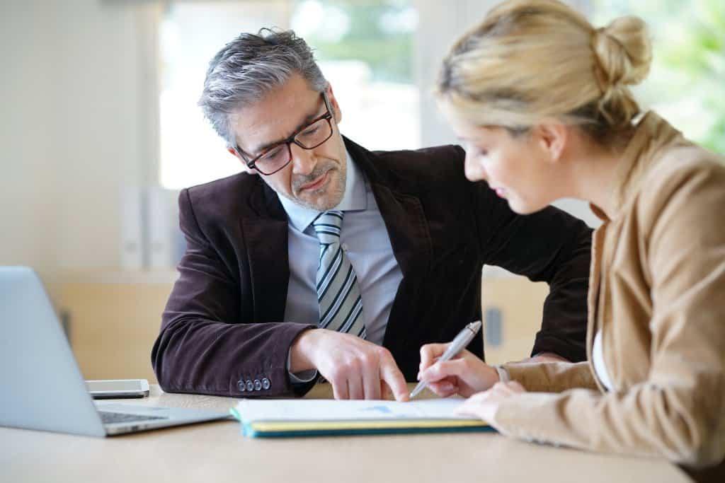 Einen Kredit bei der Bank anfragen - Alternativen zum Mietkauf - der-makler.immo