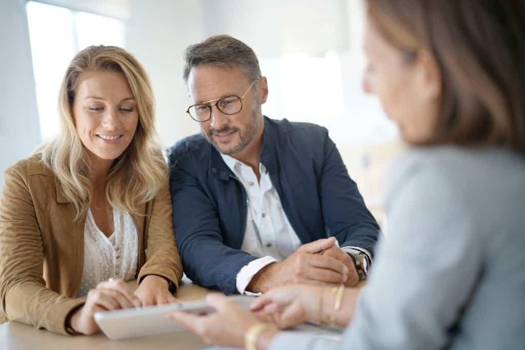 Wie kann ich in Immobilien investieren? - Titelbild der-makler.immo