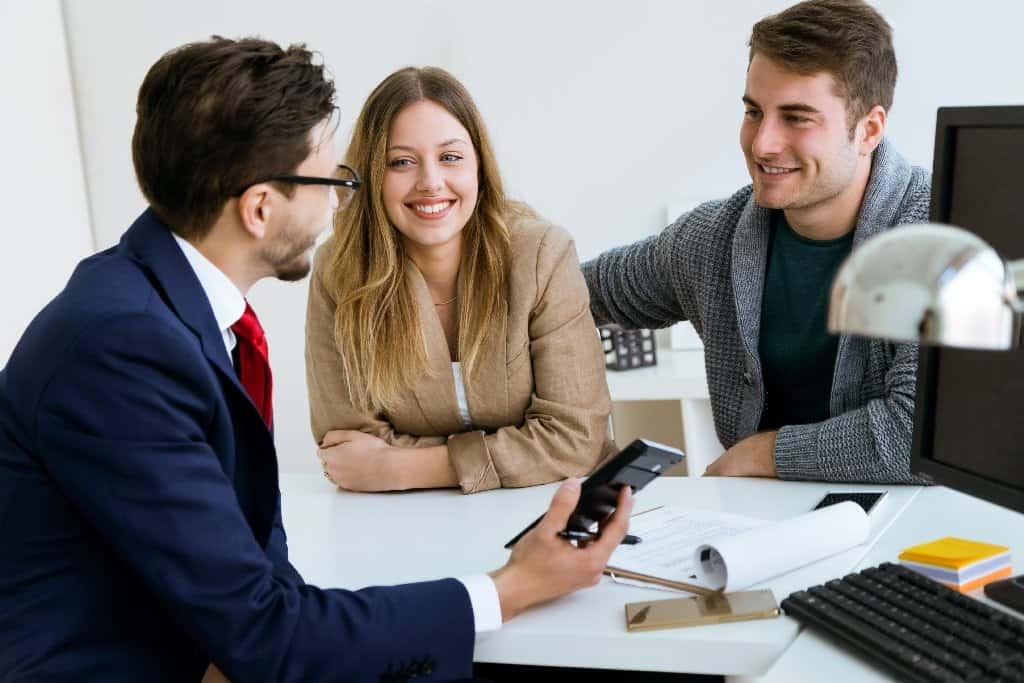 Makler beauftragen: Welche Vorteile bringt ein Makler mit sich? - Beitragsbild der-makler.immo