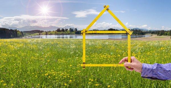 Die Bebaubarkeit des Grundstücks - Beitragsbild der-makler.immo
