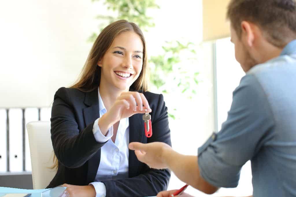 So können Sie ein vermietetes Haus verkaufen - Beitragsbild der-makler.immo