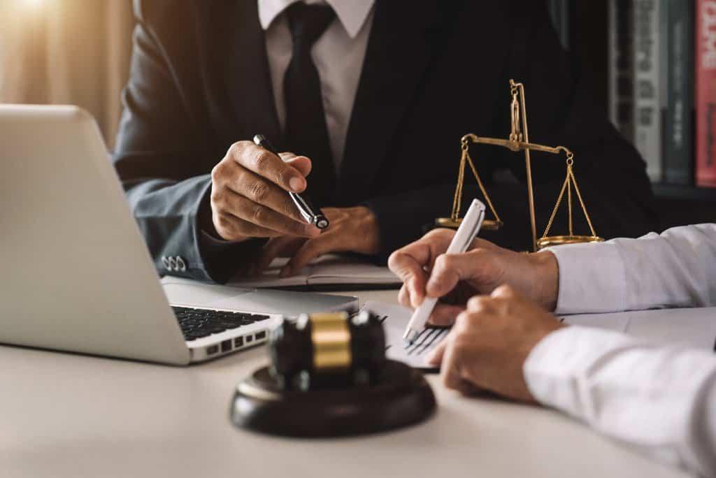Definition Immobilienrecht - Was genau fällt unter den Begriff? - Beitragsbild der-makler.immo