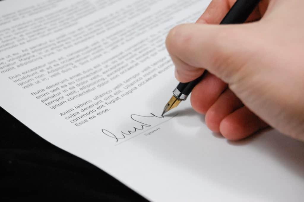 Immobilienmaklervertrag - Das sollten Sie berücksichtigen - Beitragsbild der-makler.immo
