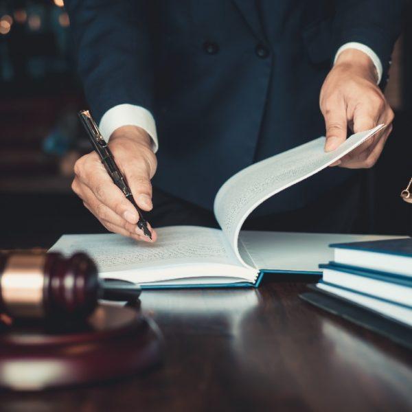 Immobilienrecht - Titelbild der-makler.immo